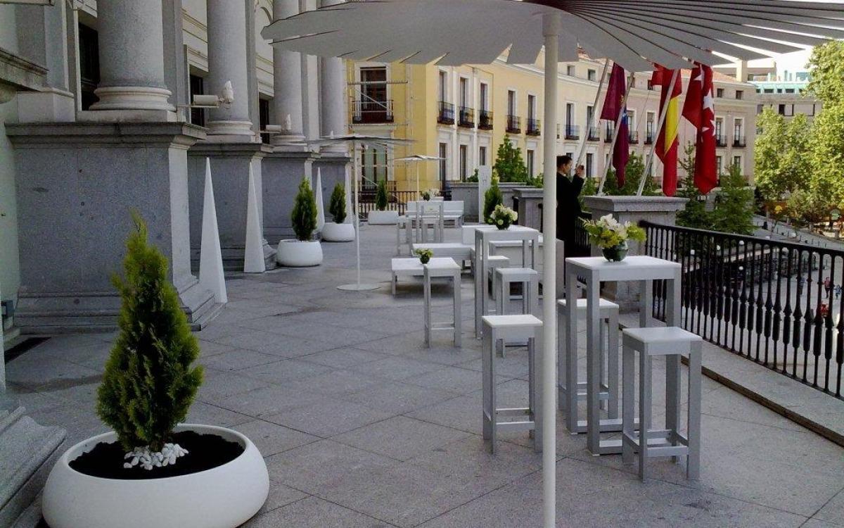 Montaje para cóctel en la terraza